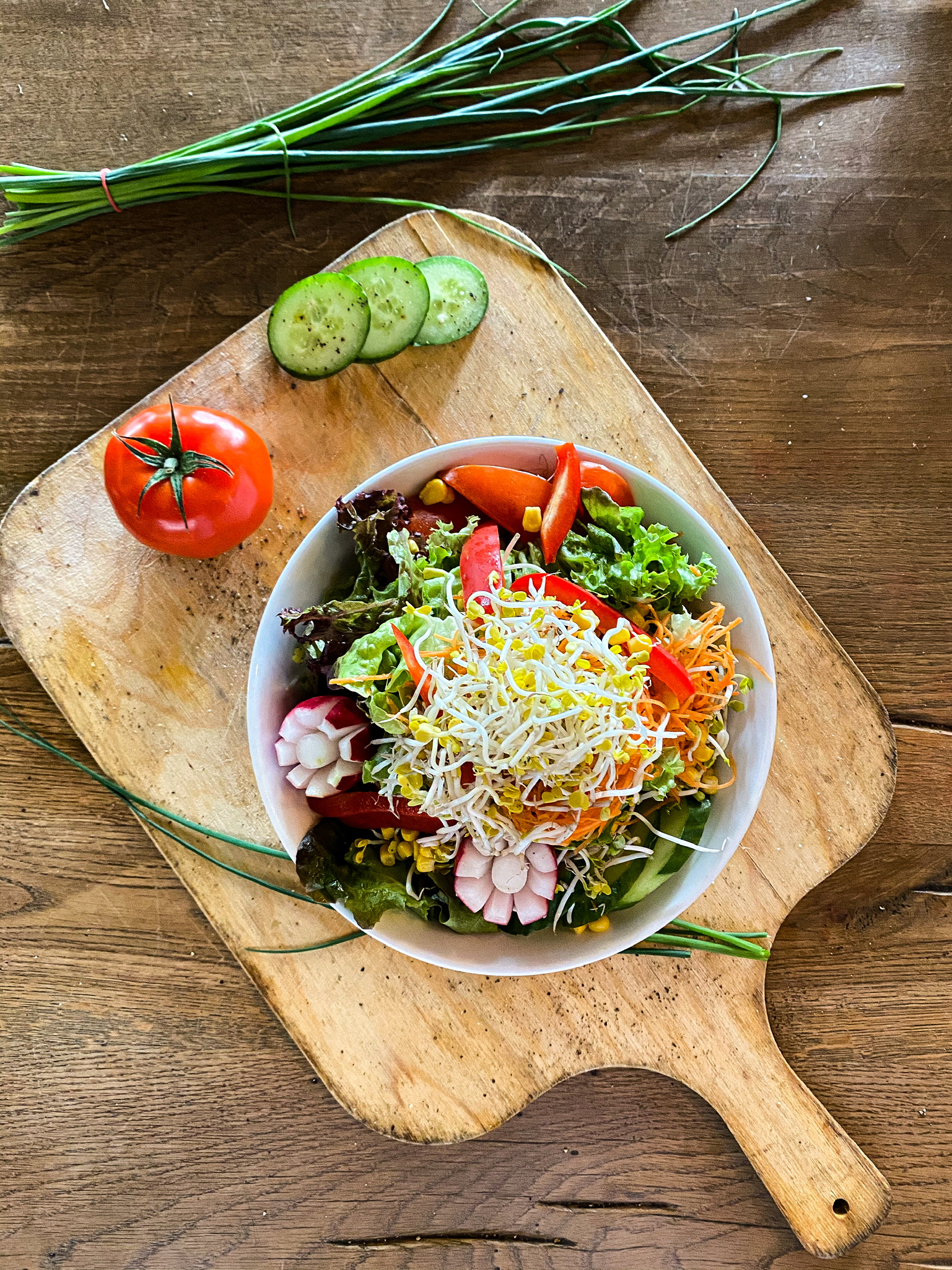 großer gemischter Salatteller