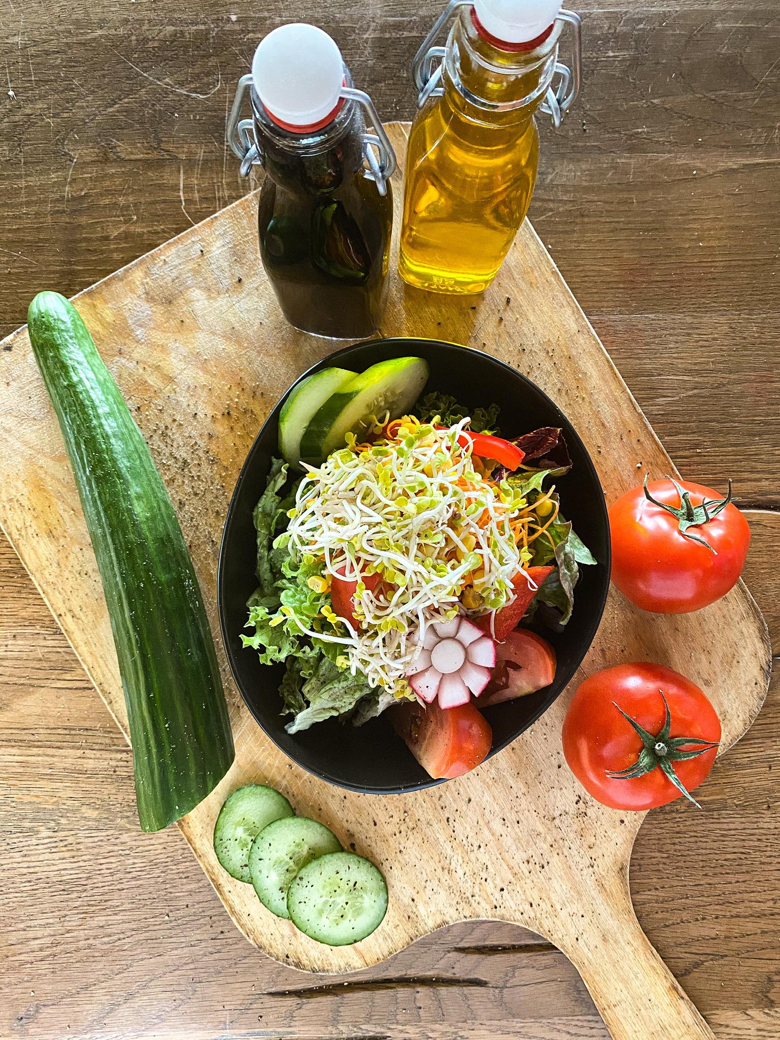 kleiner gemischter Salatteller